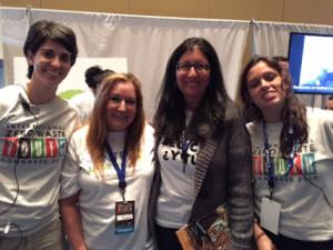 Miembros del Club FEST juntos a algunos de los participantes, invitados, conferenciantes y organizadores del Congreso.